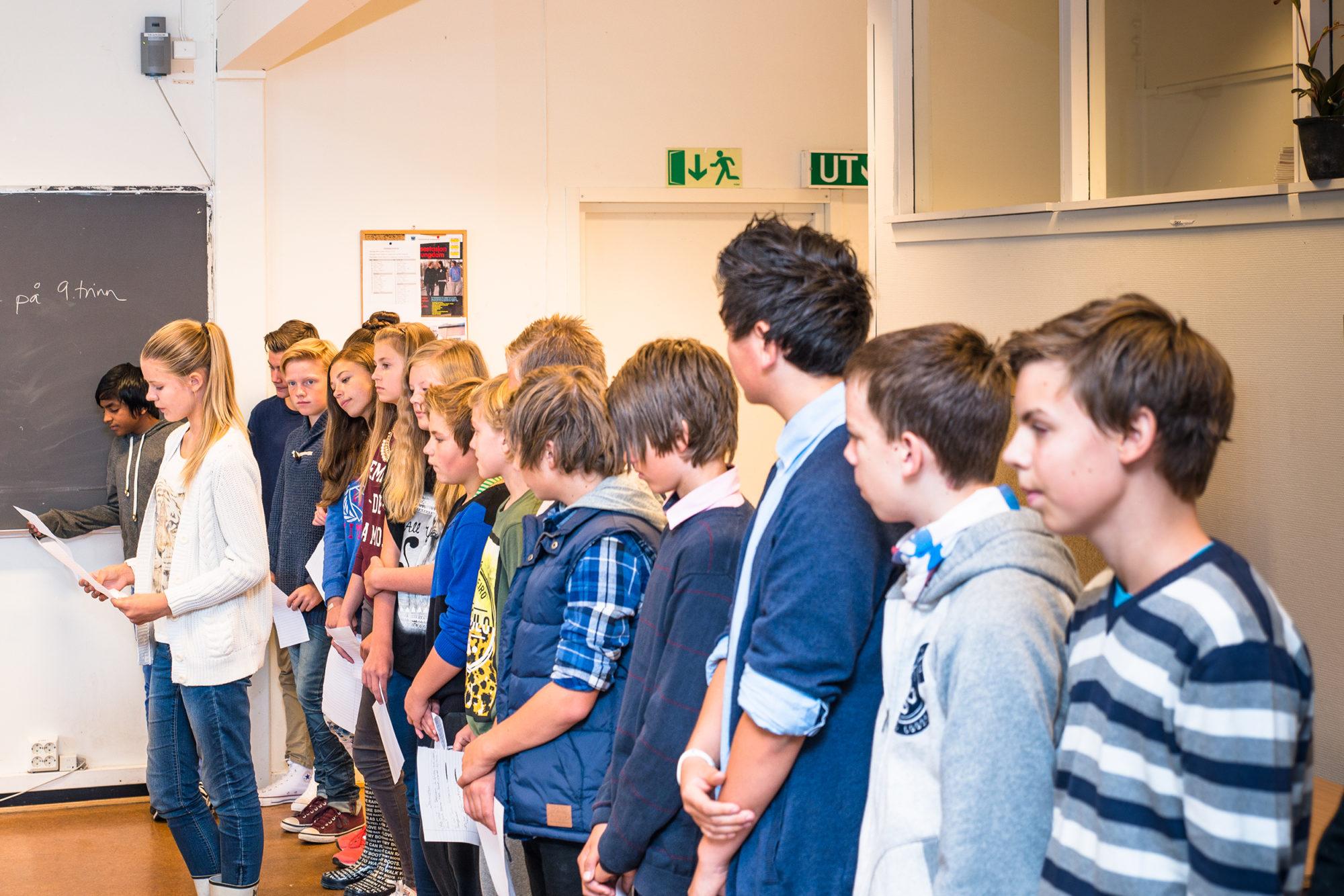 Ungdomsskoleelever som får linjerespons