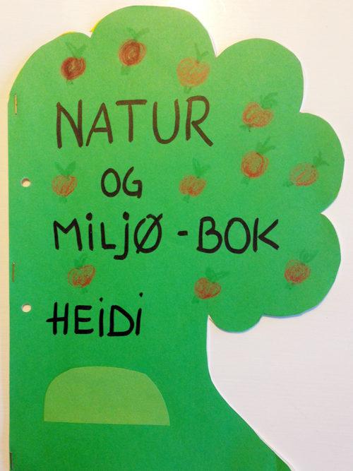 En miljøbok formet som et tre er gøy å lage!