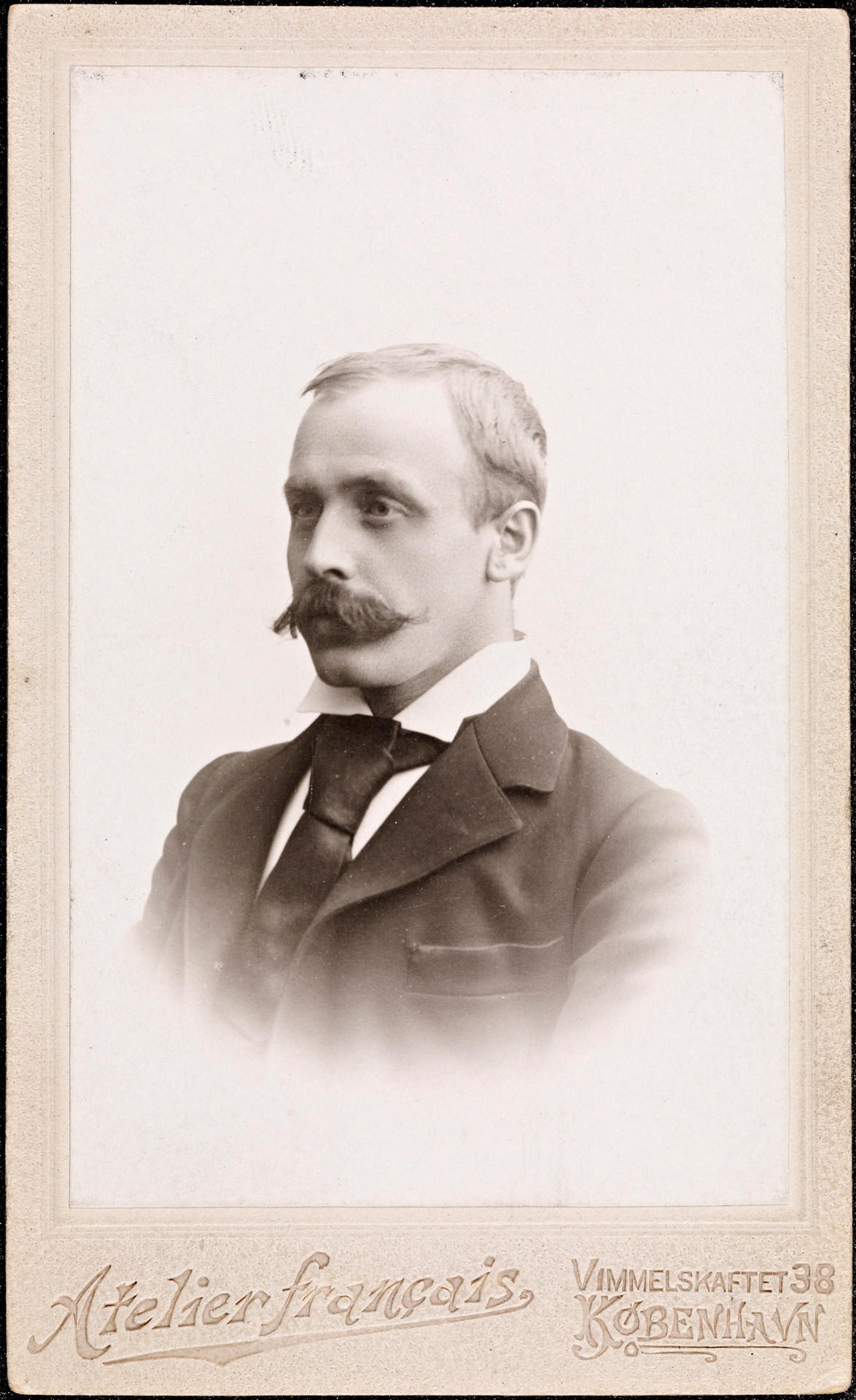Portrett av Sigbjørn Obstefelder er hentet fra Nasjonalbiblioteket.