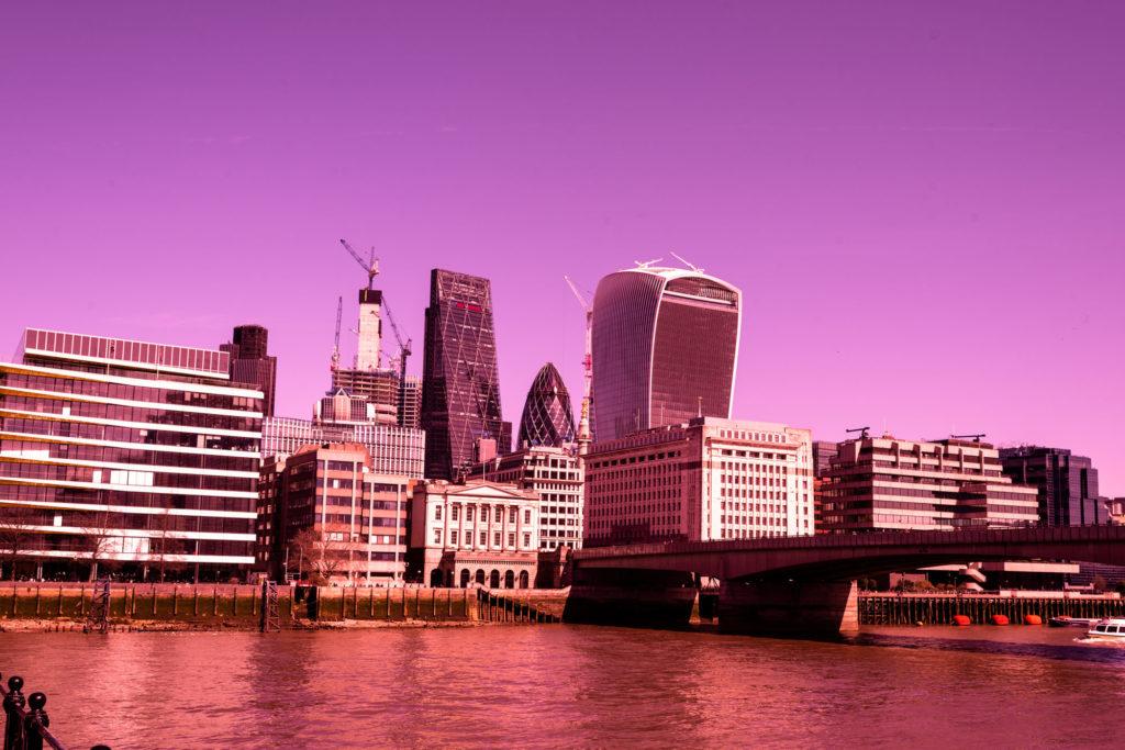 Utsikt fra. Southbank / London i underlige farger