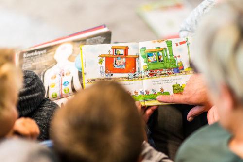 Lesestund i barnehagen